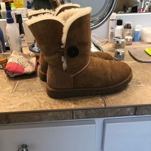 Women's UGG boots with button (size 8)